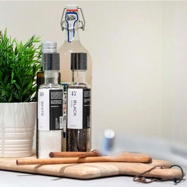 Kjøkkenet er et fint sted å skape god stemning. Noen urtepotter og noe krydder er alltid riktig.
