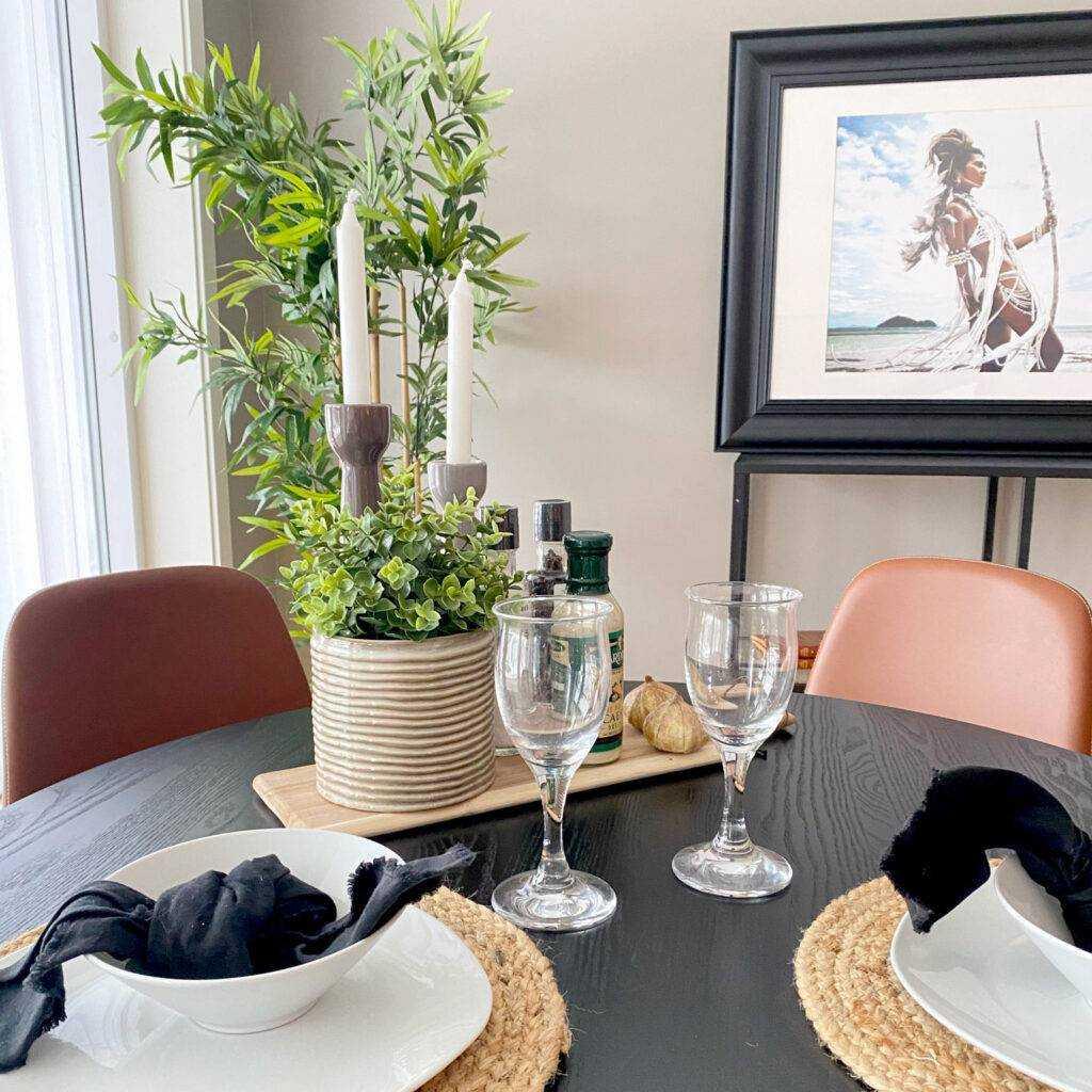 Spiseplassen skal innby til sosiale settinger. Dekk bordet ved boligstyling.